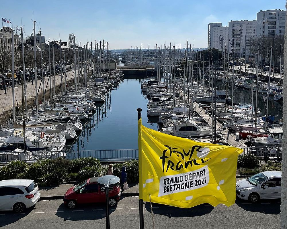 Drapeau Tour de France au Palais des congrès