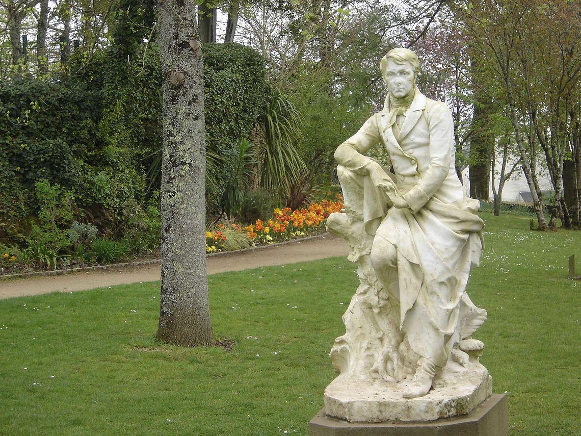 Statue d'Auguste Brizeux au jardin Chevassu