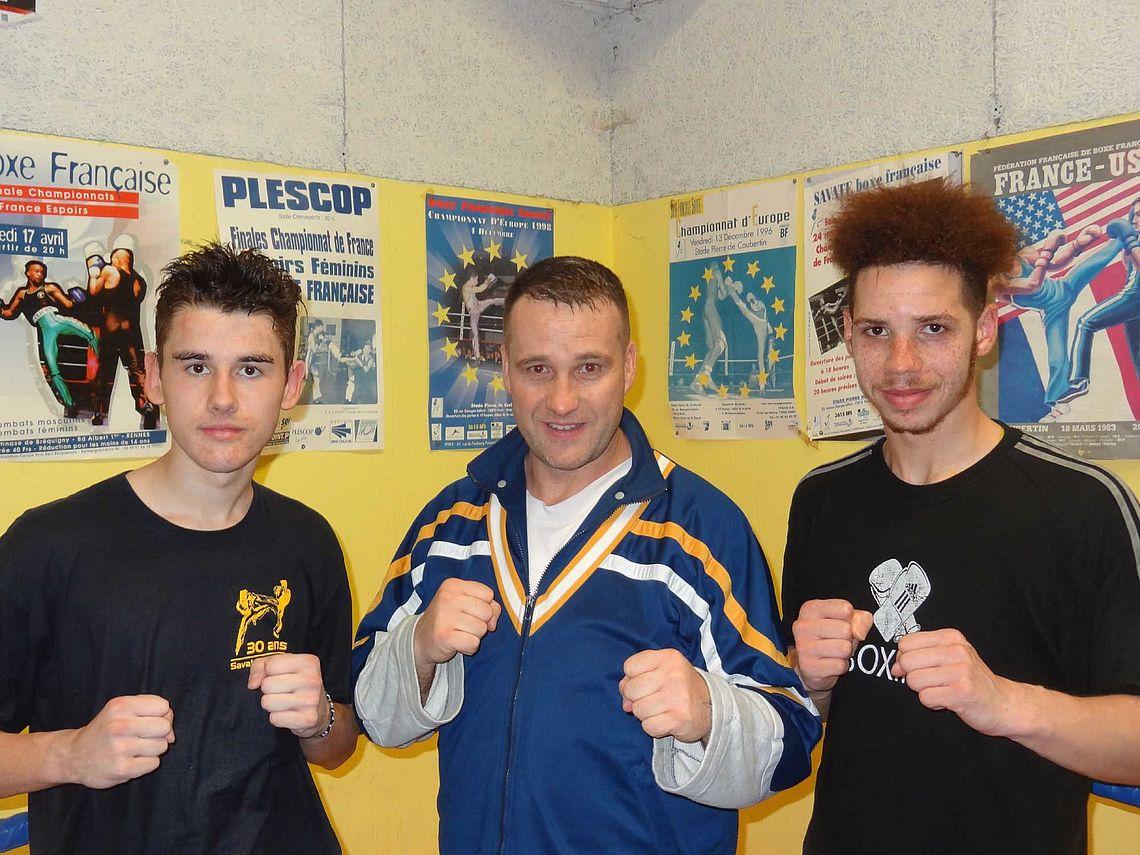 Roland Berrou, entre deux boxeurs du club