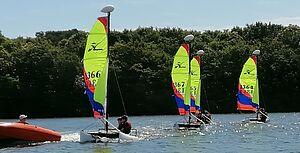 Mini-catamarans à la base nautique du Ter