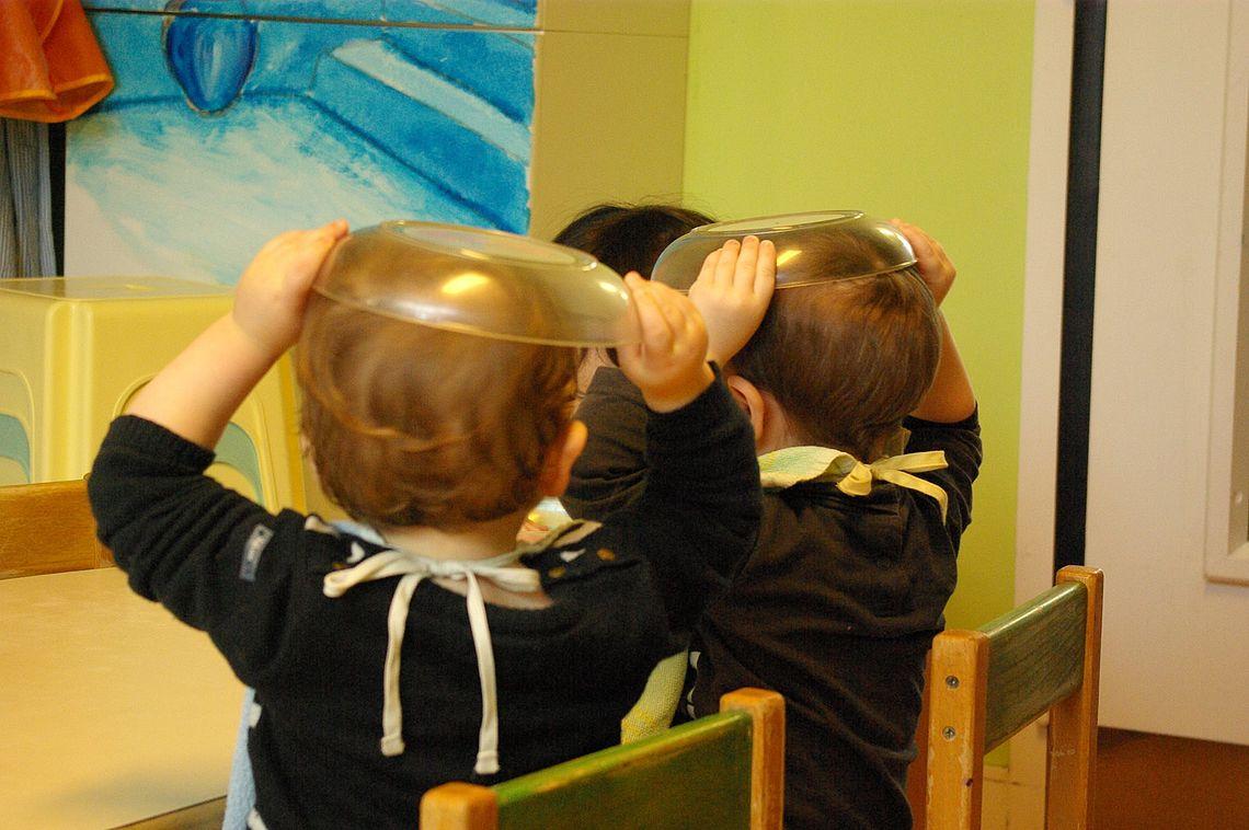 2 enfants à la crèche Salopette et Pâte à sel (image DR)