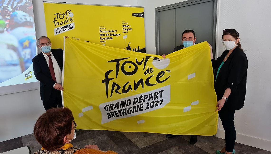 présentation du drapeau du Tour