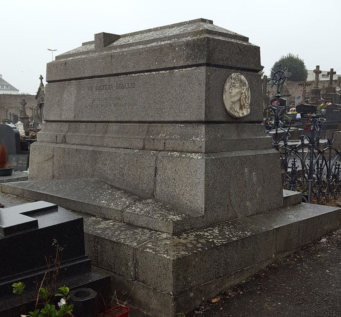 Tombeau de Louis Bodelio au cimetière de Carnel