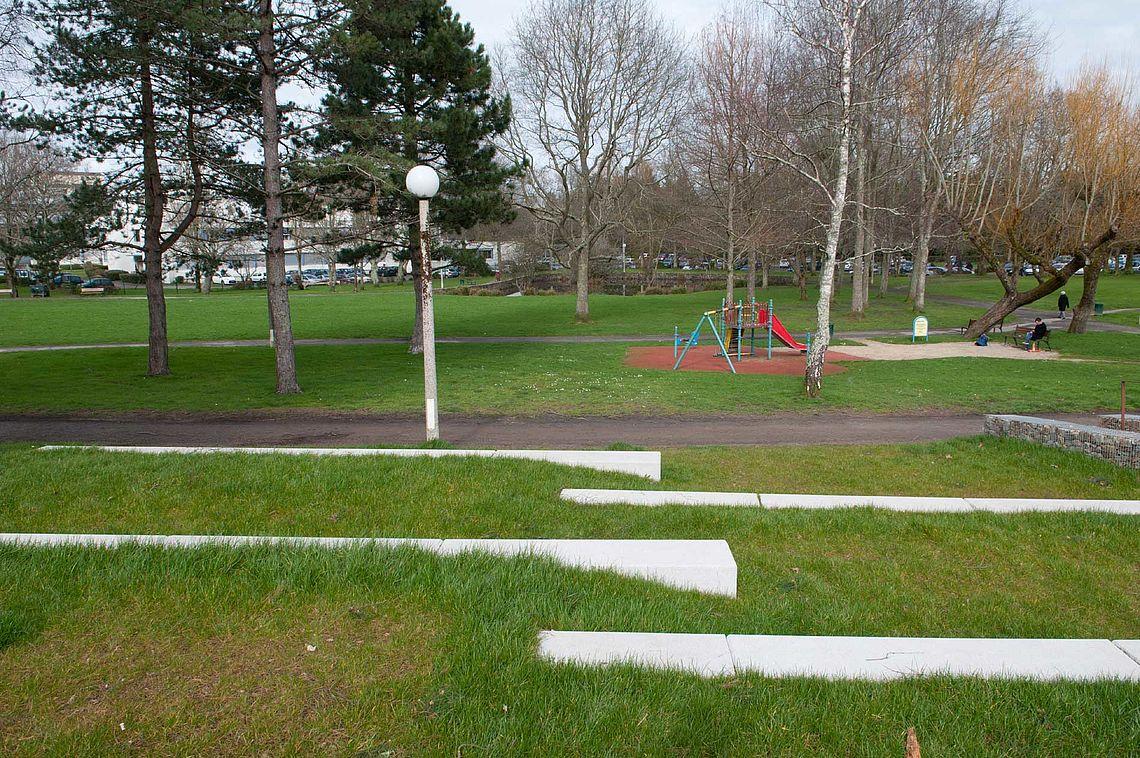 Jardin Youri Gagarine, derrière l'UBS