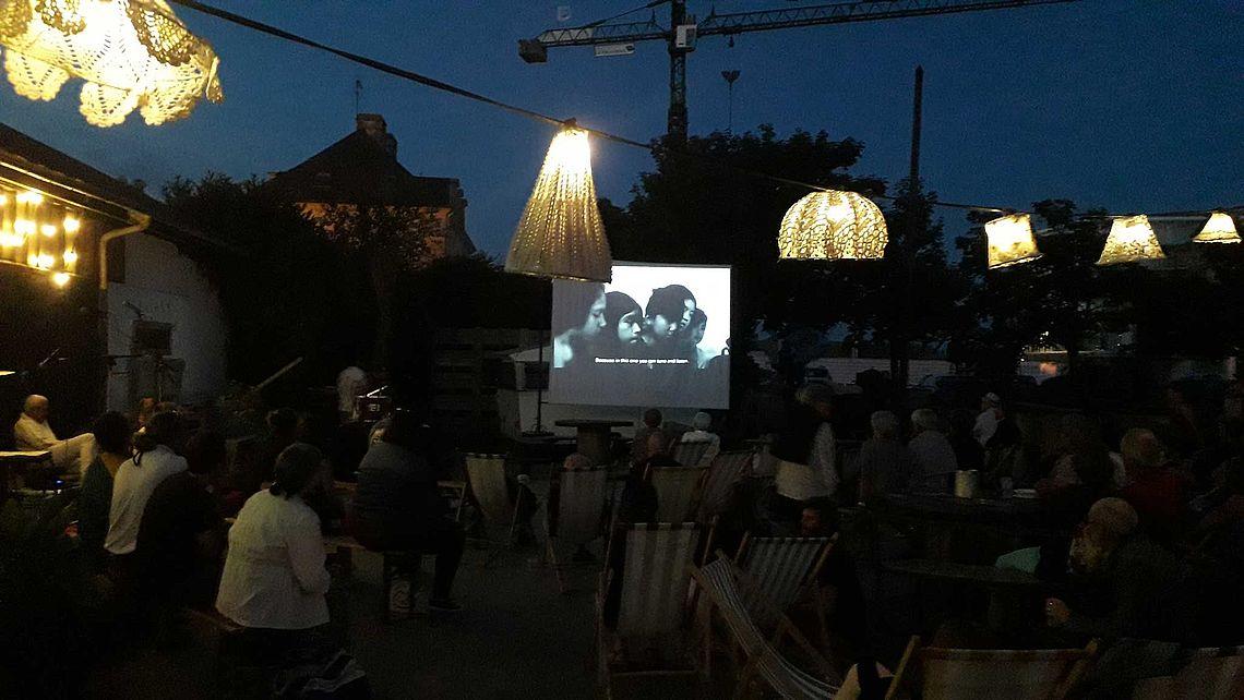 Projection en plein air chez Idées Détournées juillet 2019