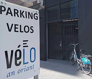 Entrée du parking à vélo de la gare côté sud