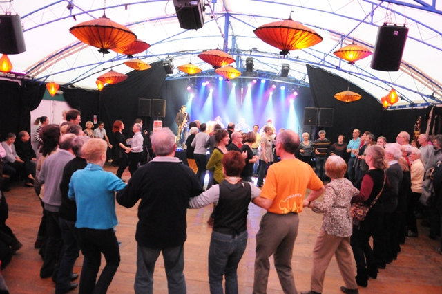 Fest-noz sous chapiteau place Alsace Lorraine