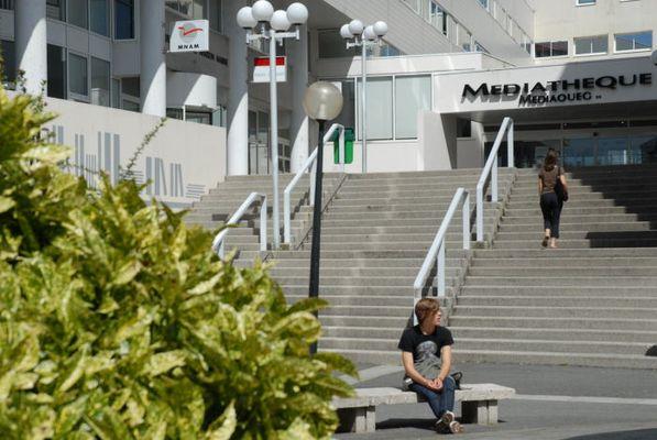 Entrée de la médiathèque François Mitterrand