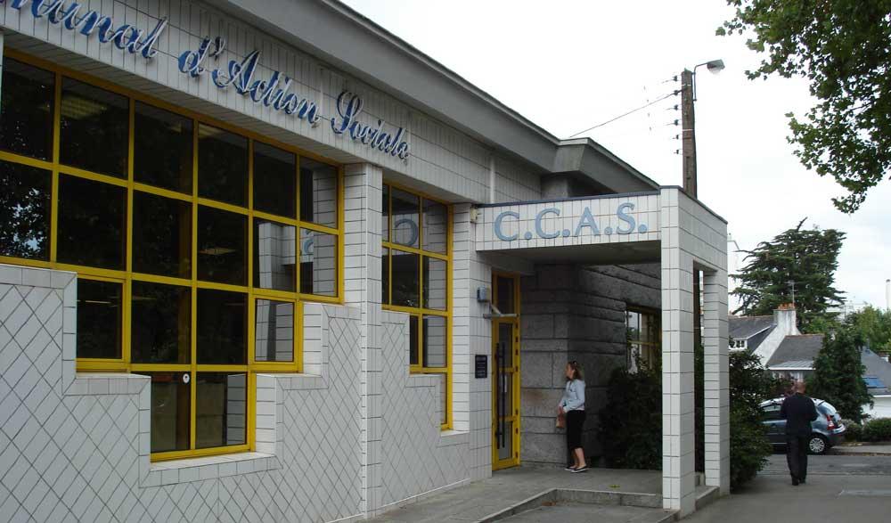 CCAS, entrée sur la rue Joseph Marie Le Poulichet (angle cours de Chazelles)