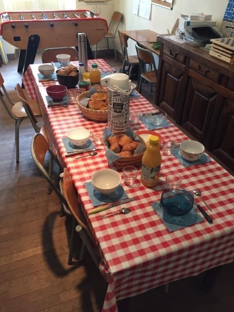 Un petit déjeuner ensemble pour un moment convivial