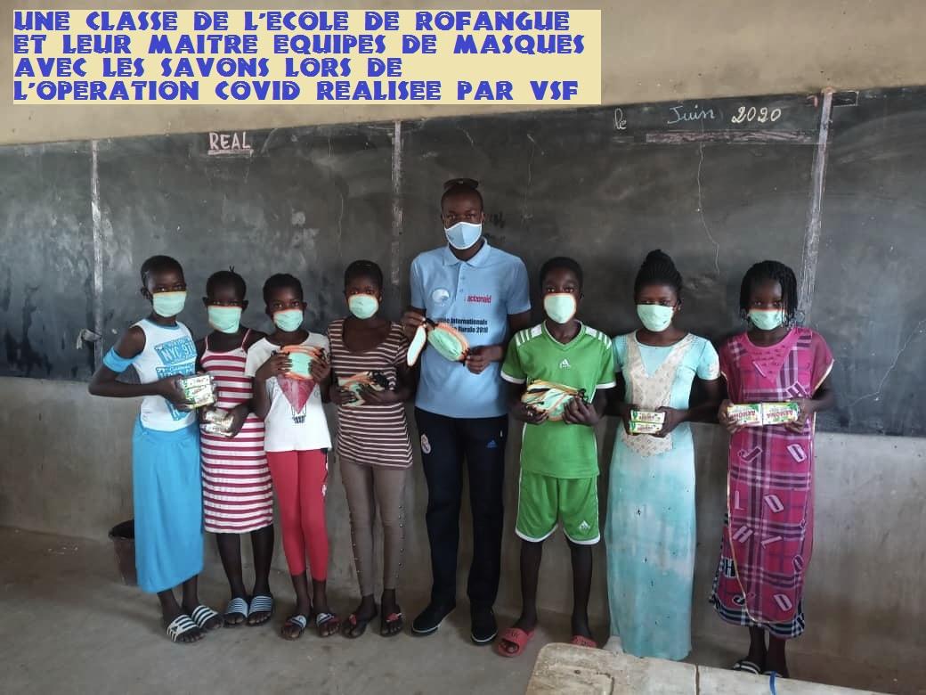 Les villages étant peu armés matériellement face aux épidémies, en juin 2020, VSF a commandé 1000 masques aux tailleurs locaux, achetés 500 savons et équipé les soignants pour répondre à la contagion.