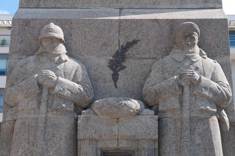 Monument aux Morts,  place Glotin