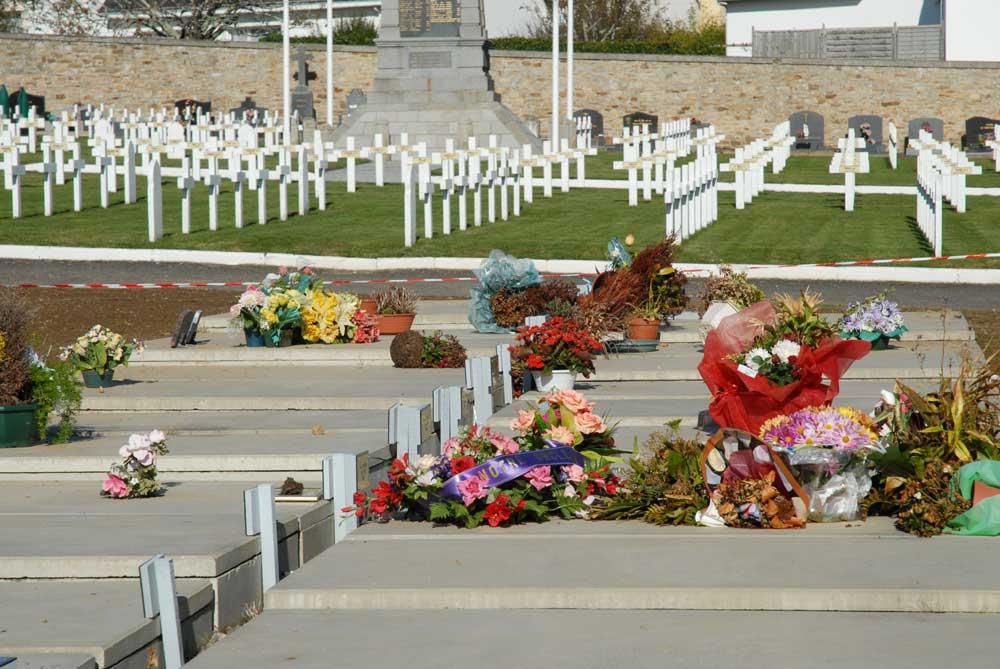 Carré des indigents et carré militaire au cimetière de Carnel