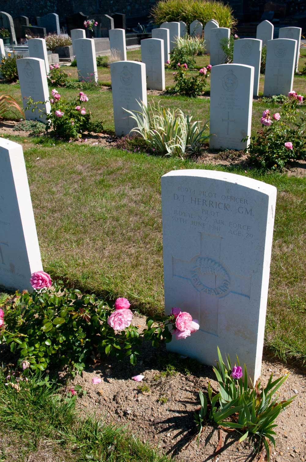 Carré militaire au cimetière de Kerentrech