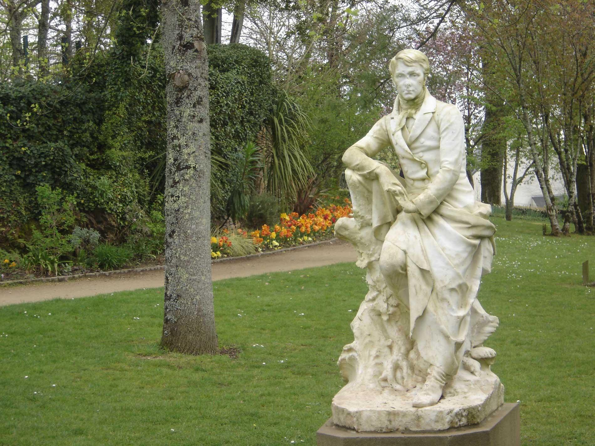 Statue de Brizeux au jardin Chevassu