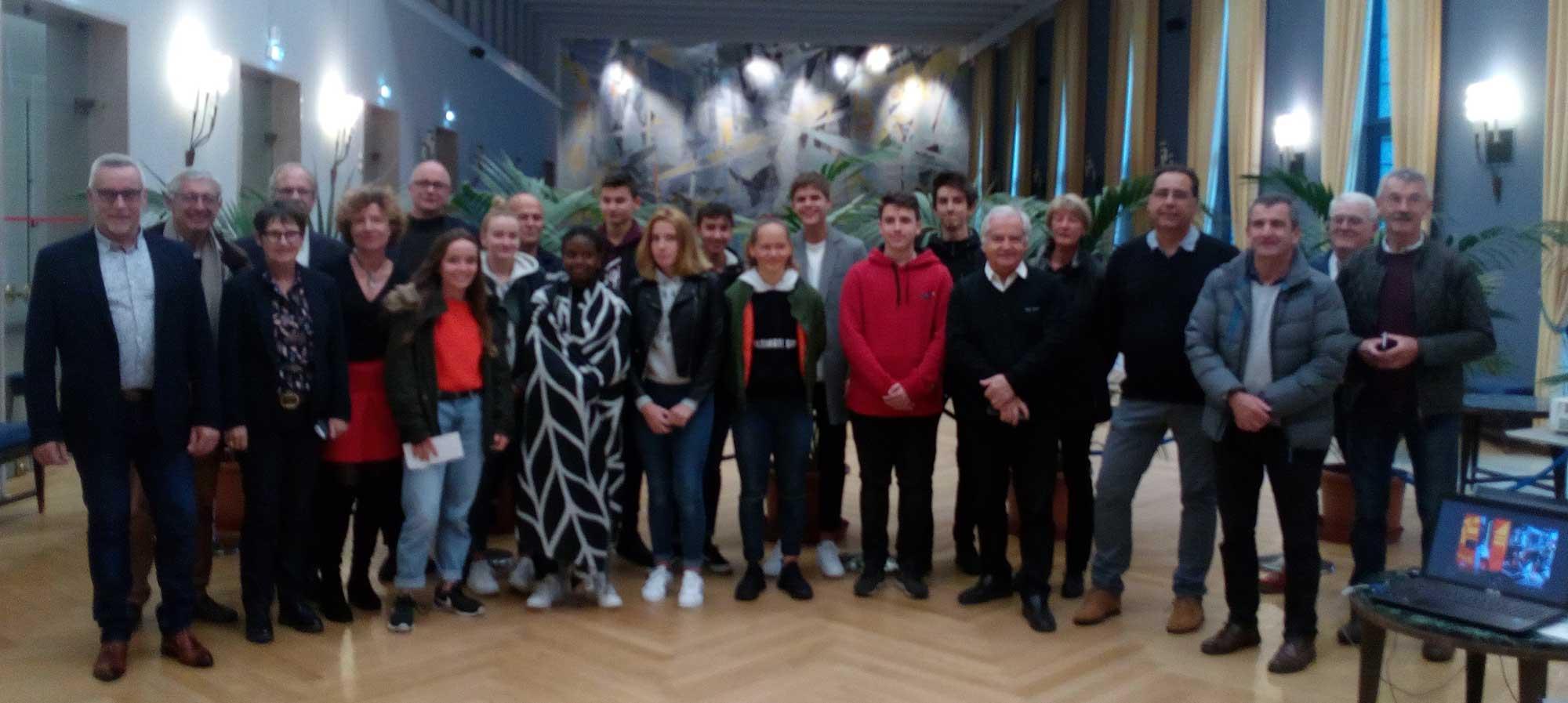 Organisateurs de l'échange et collégiens participants