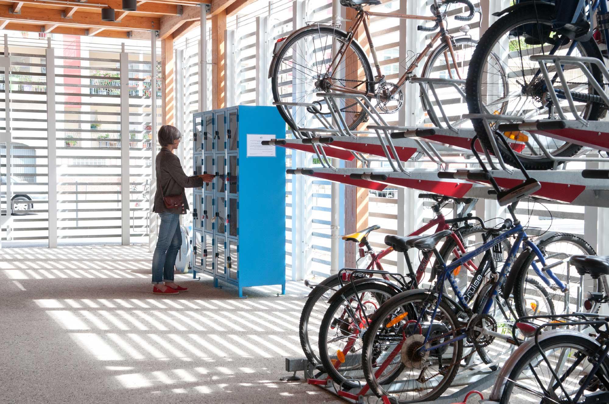 Consigne collective à la gare, côté rue Beauvais