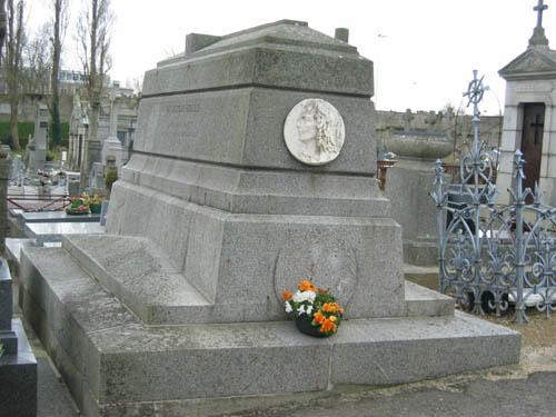 Le tombeau du docteur Bodélio au cimetière de Carnel