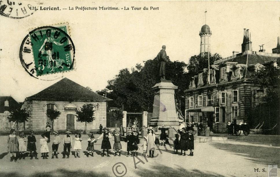L'Hôtel Gabriel et la statue de Dupuy-de-Lome